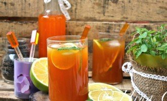 Orange Iced Tea with Mint and Lime