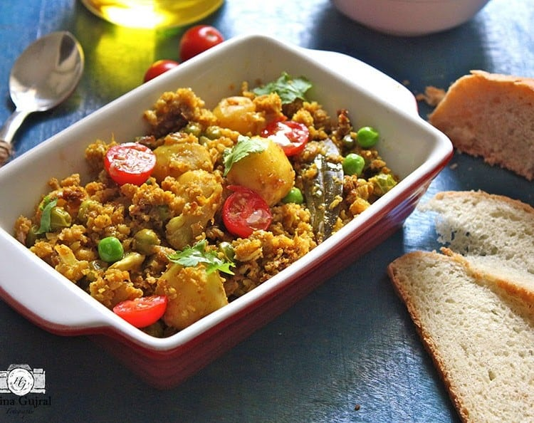 Gobi aur Soya Keema is grated cauliflower vegetarian dish cooked with soya granule, potato, and peas. Find how to make Gobi aur Soya Keema