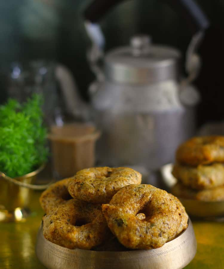 Kumaoni Bada, as we Kumaoni pronounce it is a crispy, flavorsome, gluten free split black urad dal fritter. Find Kumaoni Bada Recipe