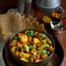 Shalgam aur Matar Ki Sabzi is turnip and green peas Indian-style stir-fry. Find how to make Shalgam aur Matar Ki Sabzi Recipe