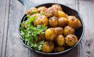 Looking to add a little kick to your potatoes? Try this Bombay Potato Recipes (Masala Aloo), you are surely going to love it. funfoodfrolic.com
