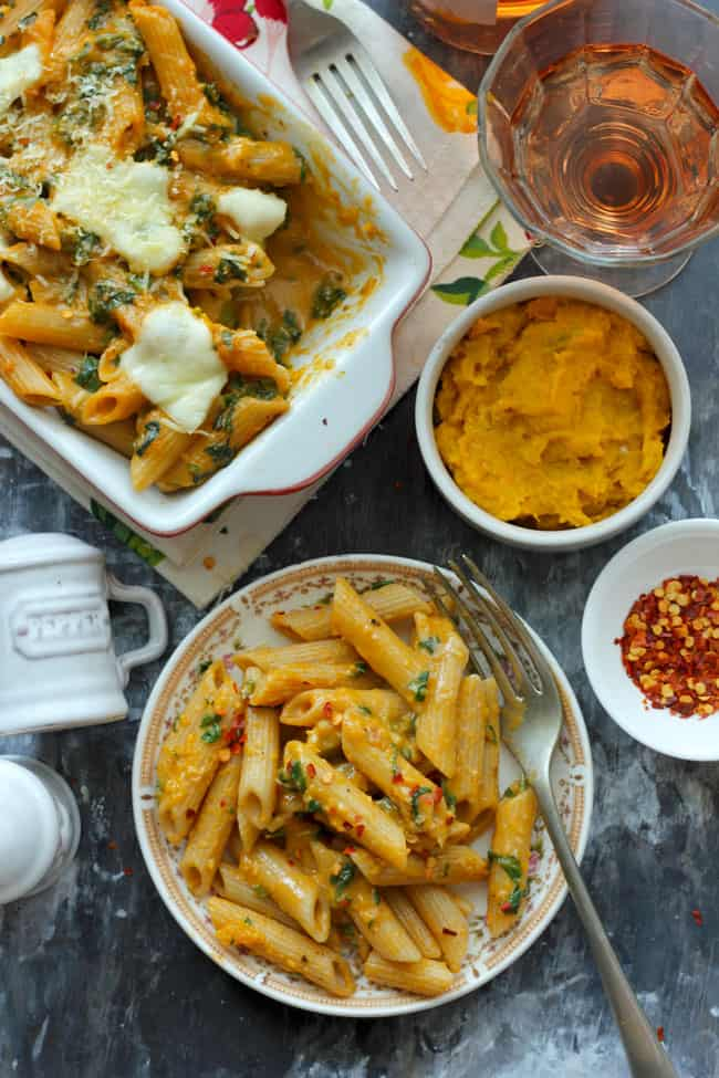 is perfect for the upcoming autumn flavor Cheesy Pumpkin Pasta Bake