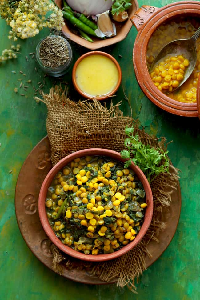 Palak Chana Dal In A Brown Bowl