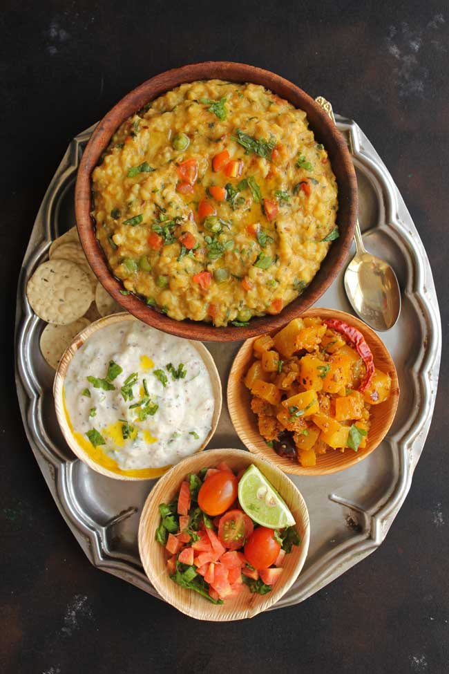 Oats Khichdi is an Indian style oats porridge packed with vegetables and yellow moong dal.