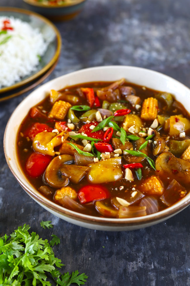 Vegetables in Hot Garlic Sauce is a delicious Chinese style vegetarian gravy
