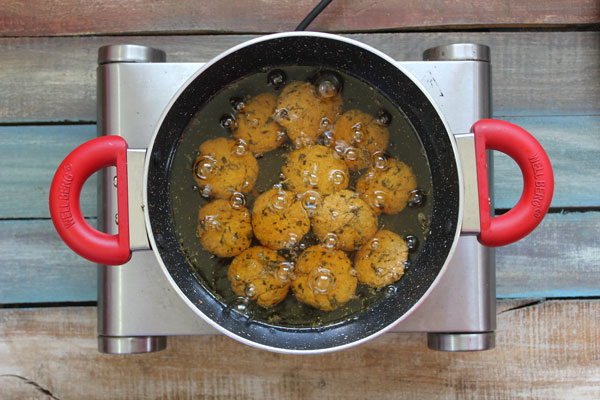 Methi Mathri Cooking Steps