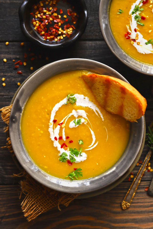 Roasted pumpkin soup is a hearty and filling, gluten-free vegan pumpkin soup.
