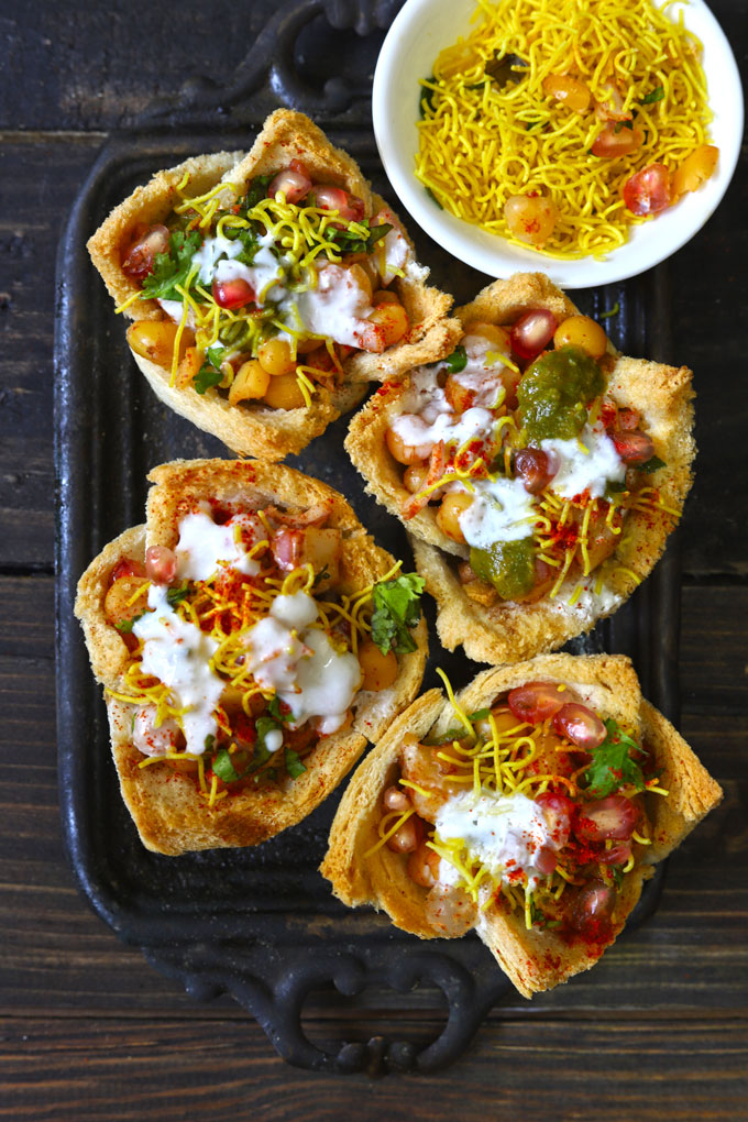 Aerial shot of basket chaat on a black tray.