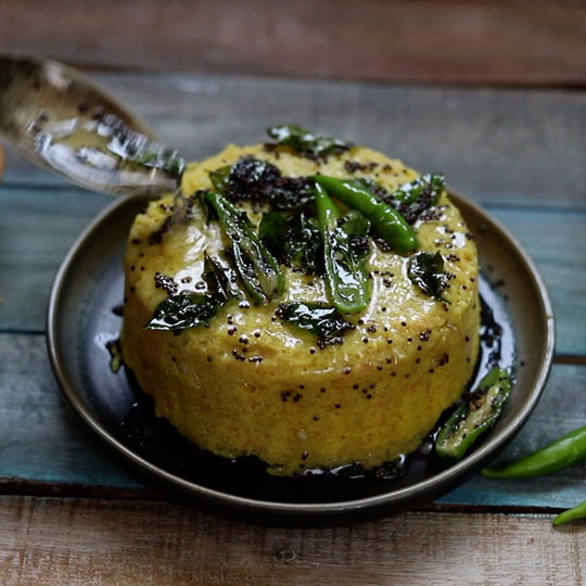 Tempering the dhokla