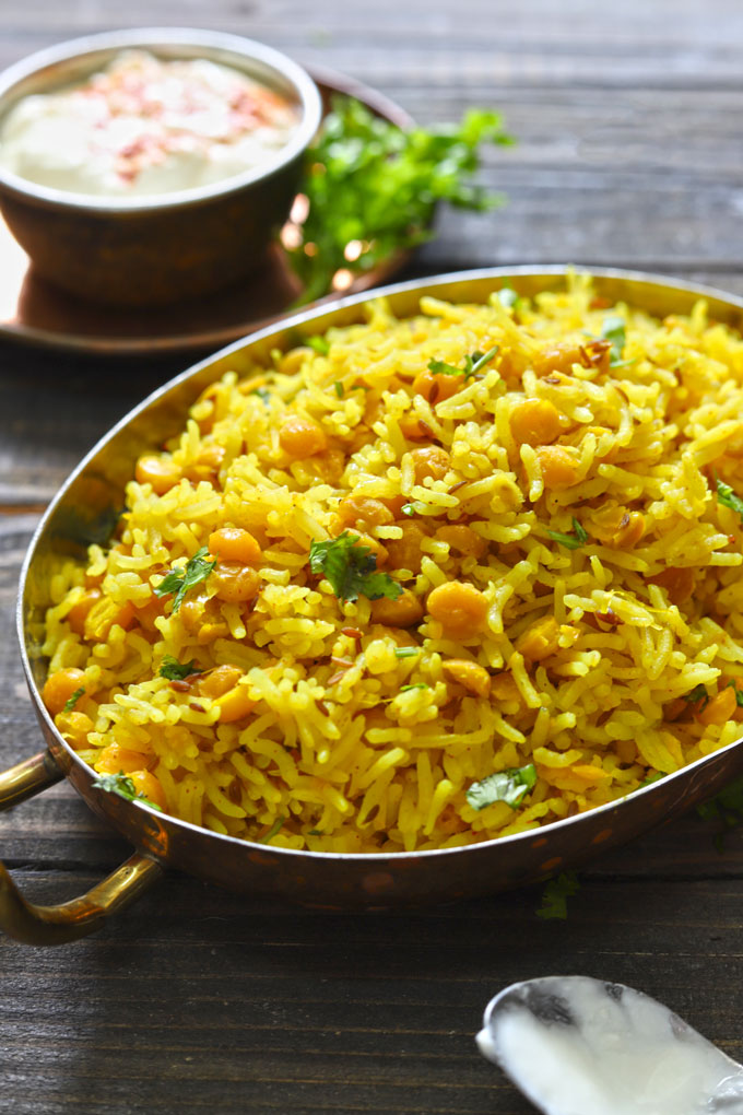 side shot of chana dal pulao in a serving platter