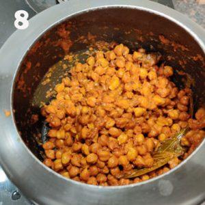 making chana masala in a pressure cooker